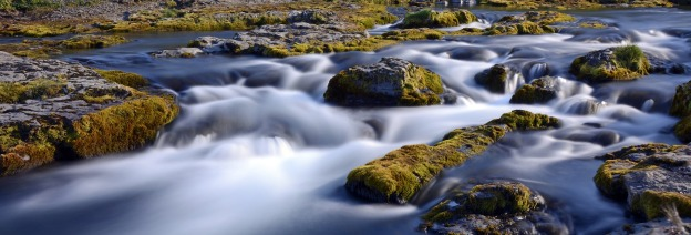 kirkjufell-river-1601874_1920